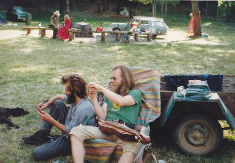 Relaxing with friends, 1987. Photo courtesy of Linda.
